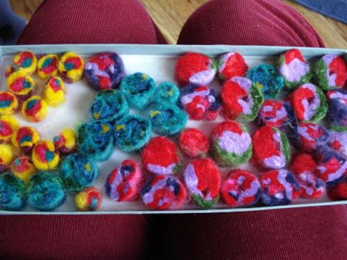 felt beads (Small)